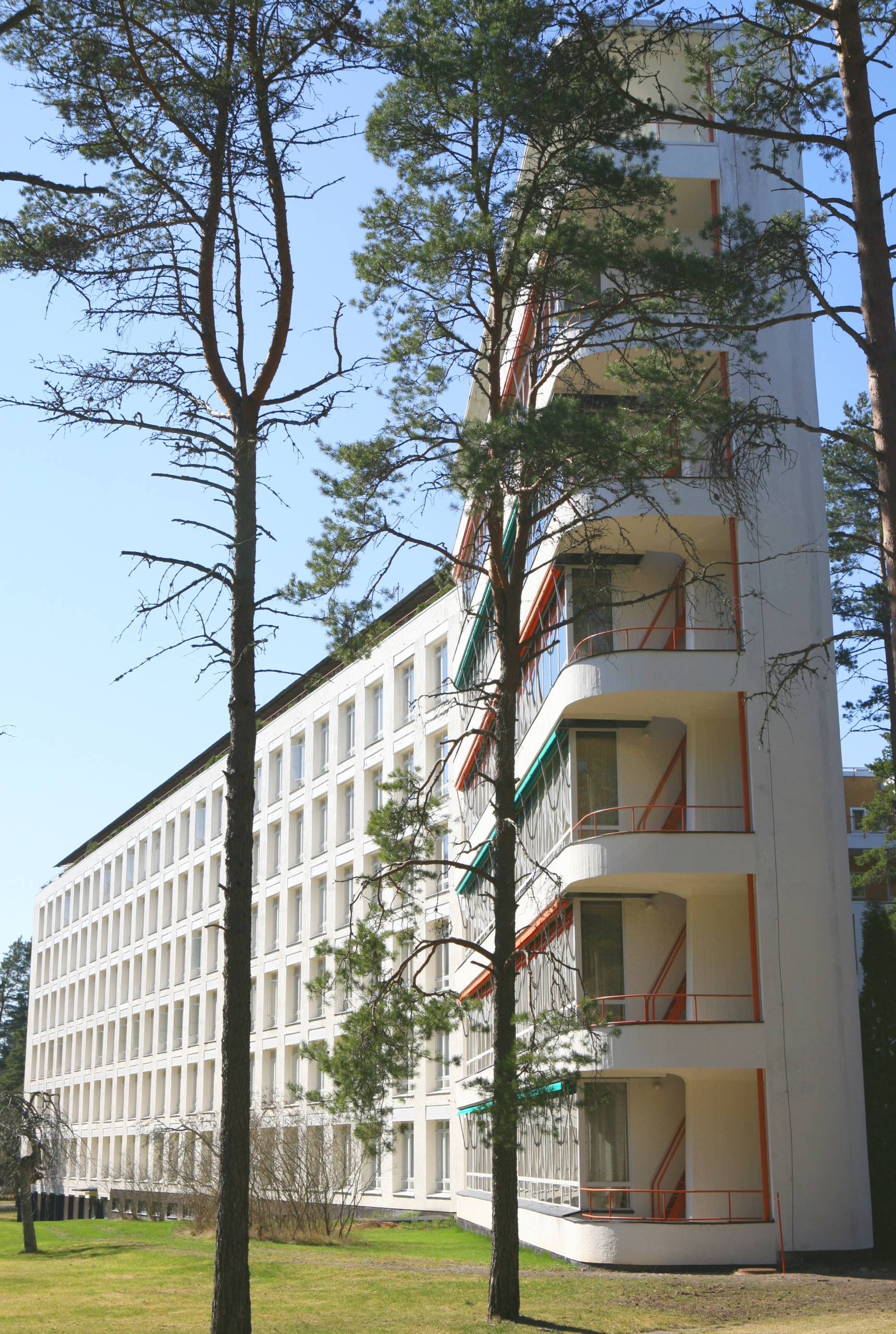 A daytime shot of the Paimio Sanatorium