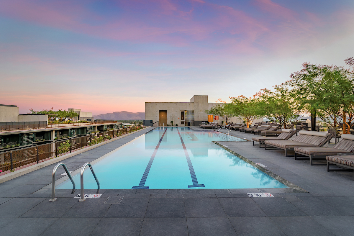 Rooftop sky deck pool at the 7140 tower at Optima Kierland Apartments