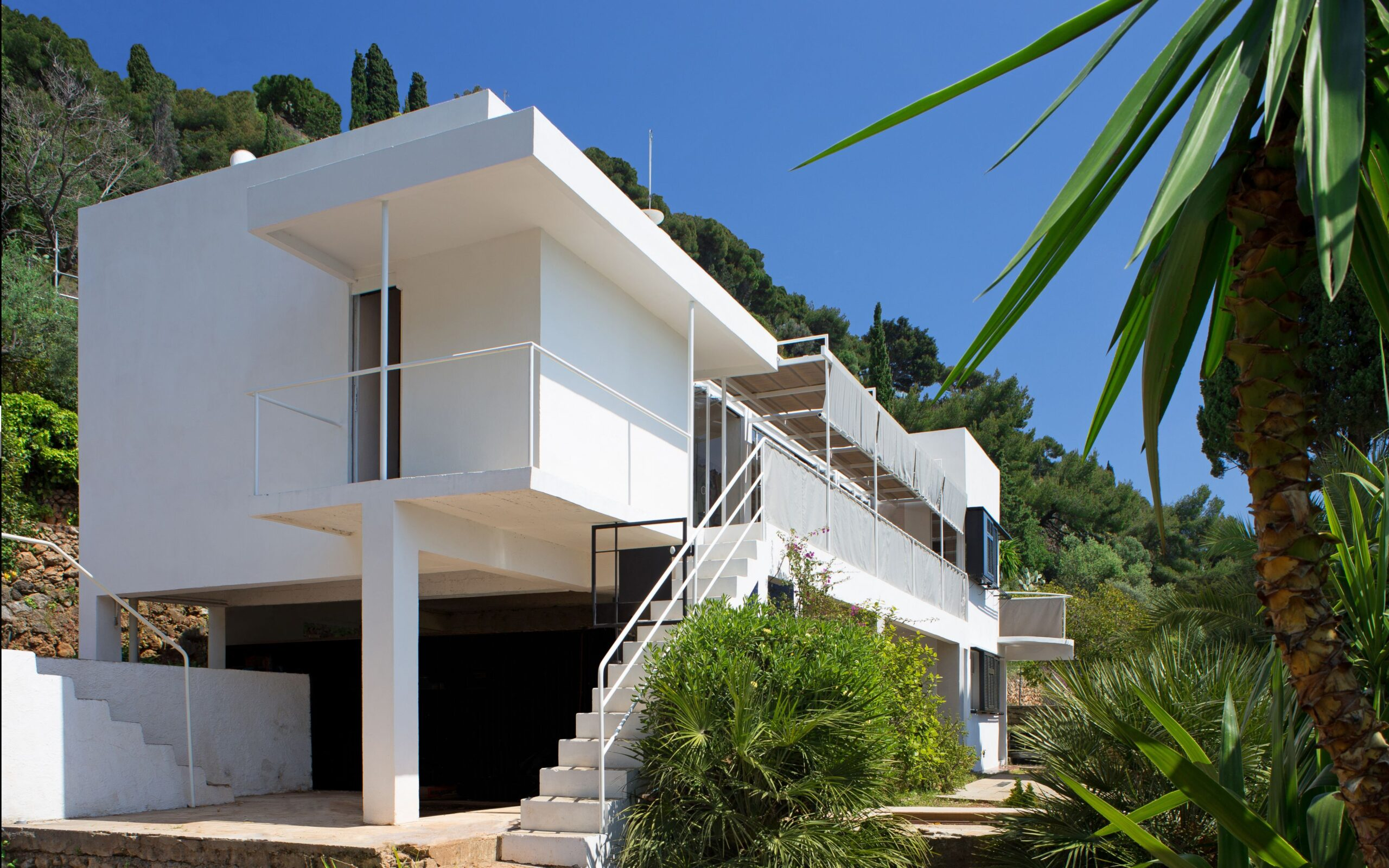 E-1027, designed by Eileen Gray in France in 1929. Photo courtesy of e1027.org
